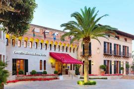 Das sieht schick aus: Die Mannschaft von Hertha BSC kommt im Castillo Hotel Son Vida im Villen-Viertel von Palma de Mallorca unt