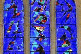 Warum die Kathedrale keine Fenster von Miró hat