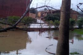 Landstraßen wegen Überschwemmung gesperrt