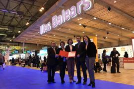 Die balearische Delegation mit der Auszeichnung für den schönsten Messestand in Madrid.