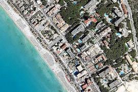 Vorher, nachher: Die Luftaufnahme von 1957 zeigt eine weitgehend unbebaute Playa de Palma, das Farbbild entstand vor wenigen Jah