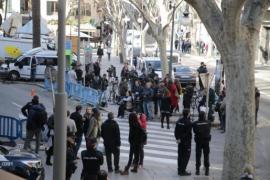 Medienvertreter vor dem Gerichtsgebäude in Palma de Mallorca.