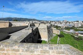 Festungsmauer des Castells de Sant Carles wird restauriert