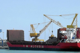 Steinkohle in Alcúdia ohne Genehmigung unterwegs