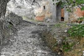 Mehrere Gemäuer in Biniarroi sind verfallen.
