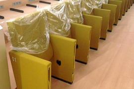 Zitronengelbe Stühle für den Kongresspalast