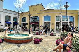Ersatz für ein Ortszentrum: das große Marken-Outlet Festival Park.