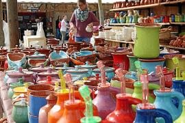 """Bunte Vielfalt auf der Töpfermesse """"Fira del Fang""""."""