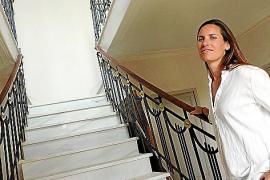 """Die für """"casas indianas"""" typische Marmor-Treppe mit dem original schmiedeeisernen Geländer im Art-Noveau-Stil."""