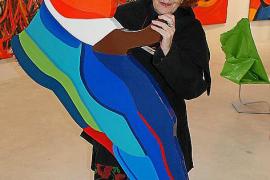 """Über ihre Werke sagt die Künstlerin: """"Selbst die tiefste Arbeit kann einen Hauch von Ironie oder sogar von Komik an sich haben."""""""