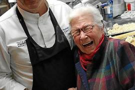 Celler Can Amer: Tomeu Torrens und seine Mutter Antònia Cantallops mit ihrer legendären Lammschulter-Roulade.