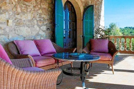 Teilansicht einer Terrasse von Can Poleta. Der Name der Finca geht auf einen früheren Besitzer aus Neapel zurück.