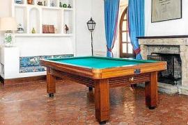 Billiardraum des 800 Quadratmeter großen Haupthauses in Can Poleta. Das Anwesen grenzt an den Golfplatz von Pollença.