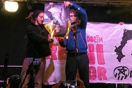 Provokation mit Verbrennung von Königsbild
