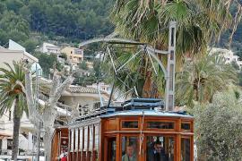 Bei Urlaubern besonders beliebt: die alte Sóller-Tram.