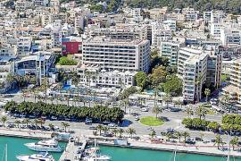 Das Hotel Victoria in heutiger Zeit. Links davon befindet sich der Tanztempel Tito's, rechts das ehemalige Hotel Fénix.