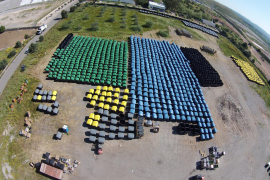 Die neuen Container stehen im Freiluftlager von Emaya bereit.