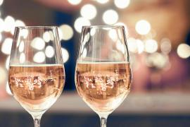 Mallorcas Weinwelt in blassrosa