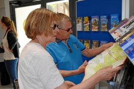 Urlauber können sich Infomaterial wie Karten oder Broschüren kostenlos mitnehmen