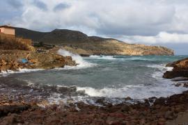 Wind und Wellen peitschen Mallorca