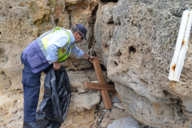 Unbekannte zerstören rätselhaftes Holzkreuz in Andratx