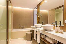 """In ein modernes Hotel-Bad gehören laut Experten zwei Waschbecken, so wie hier im """"Zafiro Palace Alcúdia""""."""