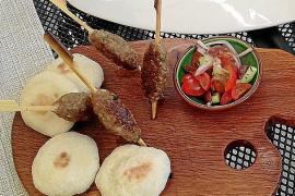 Es gibt auch Unprätentiöses wie Kefta vom mallorquinischen Lamm.