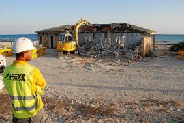 Abriss der Strandlokale an der Playa Es Trenc hat begonnen