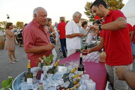 Mallorca-Genuss mit Wein und Schinken