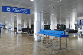 Neue Handy-Ladestationen am Flughafen Palma