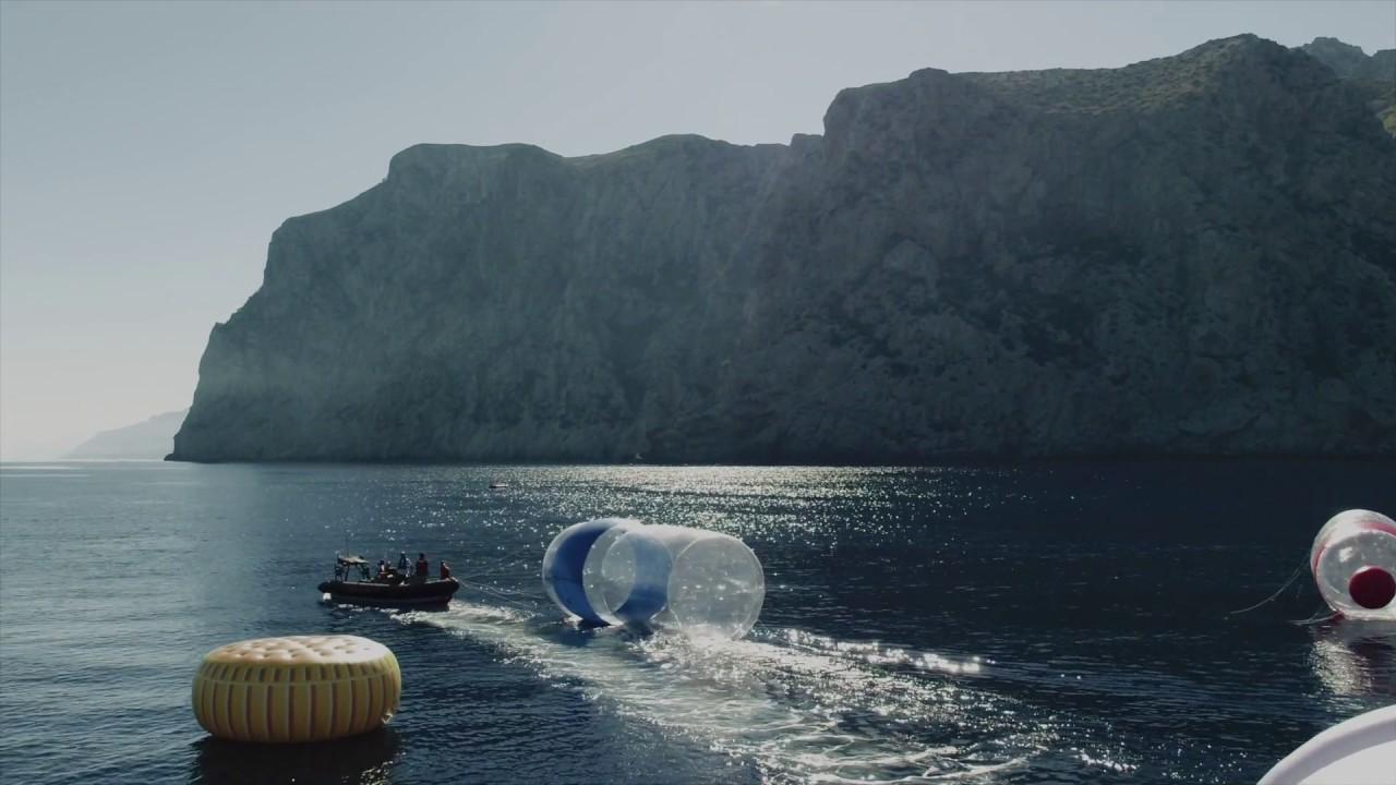 Greenpeace-Prostest mit Mega-Müll vor Mallorca