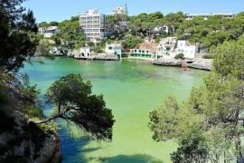 Pumpensystem soll Wasser in der Cala Santanyí entfärben