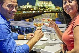 Cocktailgenuss mit Blick auf die Kathedrale.