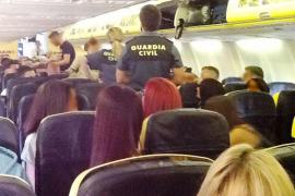 Balearen-Regierung fordert Alkohol-Limit in Flugzeugen