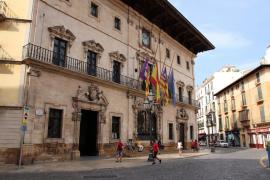Fahnen auf halbmast erinnern an Spanischen Bürgerkrieg