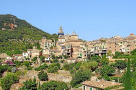 So kennt man das Dorf aus den Reiseführern. Bereits bei der Anfahrt eröffnet sich Touristen dieser spektakuläre Blick.