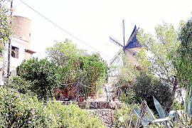 Die alten Windmühlen zeugen von vergangener Wirtschaftstätigkeit
