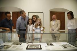 Königsfamilie auf den Spuren Mirós in Sóller