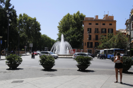 Der Paseo Borne (hier an der Seite zur Plaça de la Reina) wird jetzt von großen Pflanzenkübeln gesichert.
