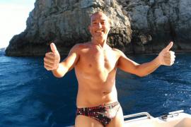 Mann schwimmt von Menorca nach Mallorca