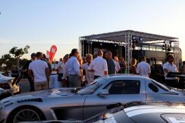Heiße Kisten und kühle Drinks: Die Feier fand auf der Rennstrecke bei Llucmajor statt