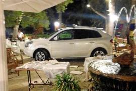 Auto fährt in vollbesetztes Restaurant - kein Attentat