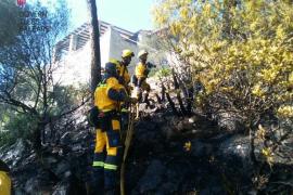 Das Feuer war in einem unwegsamen Gelände ausgebrochen.