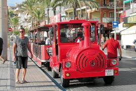 Die Bimmelbahn der Playa: Es fährt ein Zug nach Arenal