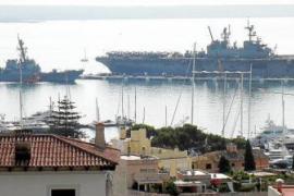 US-Kriegsschiffe im Hafen von Palma vor Anker