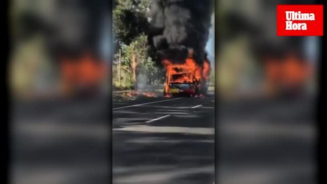 Überlandbus brennt bei Port de Pollença