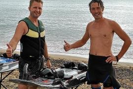 Anton Orlov (rechts) traute sich auf den Jetsurf-Ski. Miro Vallo (links) vermietet die Wassersportgeräte.