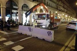 Betonbarrieren auf den Zufahrtsstraßen sorgten für zusätzliche Sicherheit.