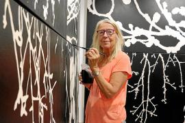 Lin Utzon zeigt Malerei und Keramik in Santanyí