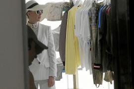 In den Drehpausen schlenderte Anne Hathaway durch die Geschäfte des Hafens.